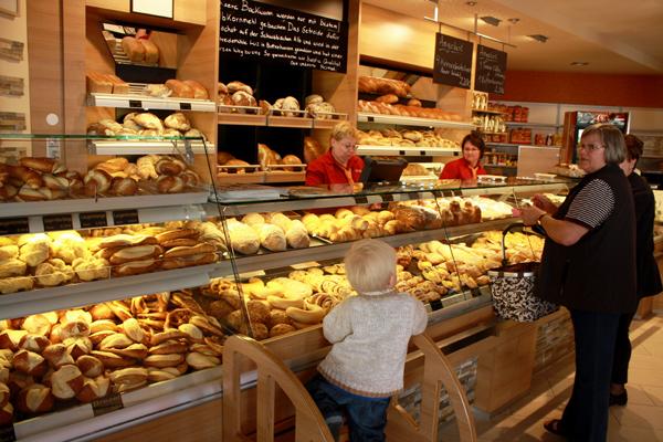 Verkaufsraum der Albkorn-Bäckerei Bayer in Reutlingen-Mittelstadt. Foto: Gerhard Schindler