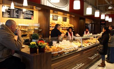 Albkorn-Bäckerei Glocker im neuen REWE-Markt Münsingen. Foto: Gerhard Schindler