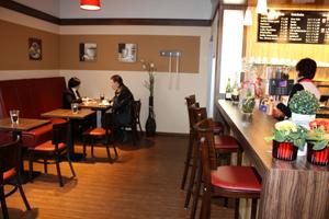 Café-Ecke der Albkorn-Bäckerei Glocker im neuen REWE-Markt Münsingen. Foto: Gerhard Schindler