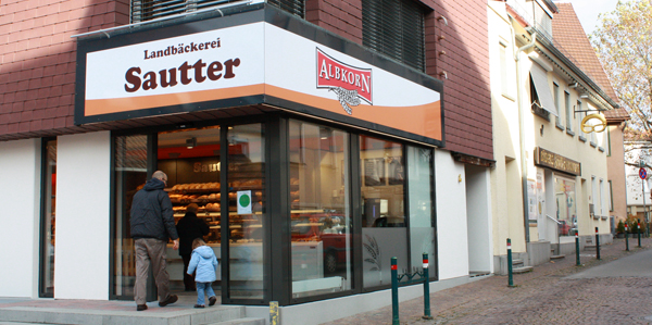 Der Eingang zum neuen Verkaufsraum der Albkorn-Bäckerei Sautter. Foto: Schindler