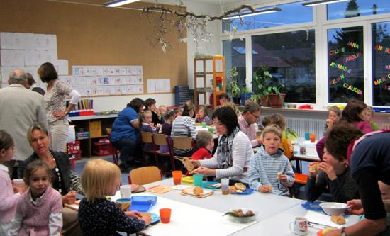 Frühstück mit Bäckman: Kleinengstinger Grundschüler. Foto: Bäckerei Marquardt