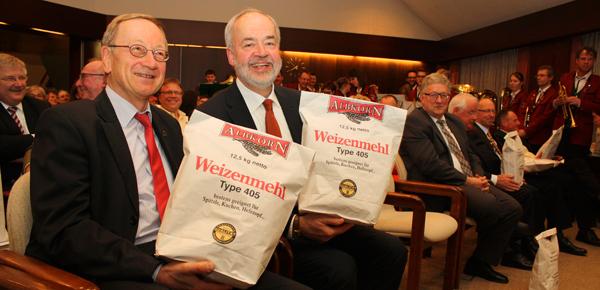 Erfreute Gäste: Landtagsabgeordneter Klaus Käppeler (links) und der Reutlinger Landrat Thomas Reumann. [Foto: Gerhard Schindler]