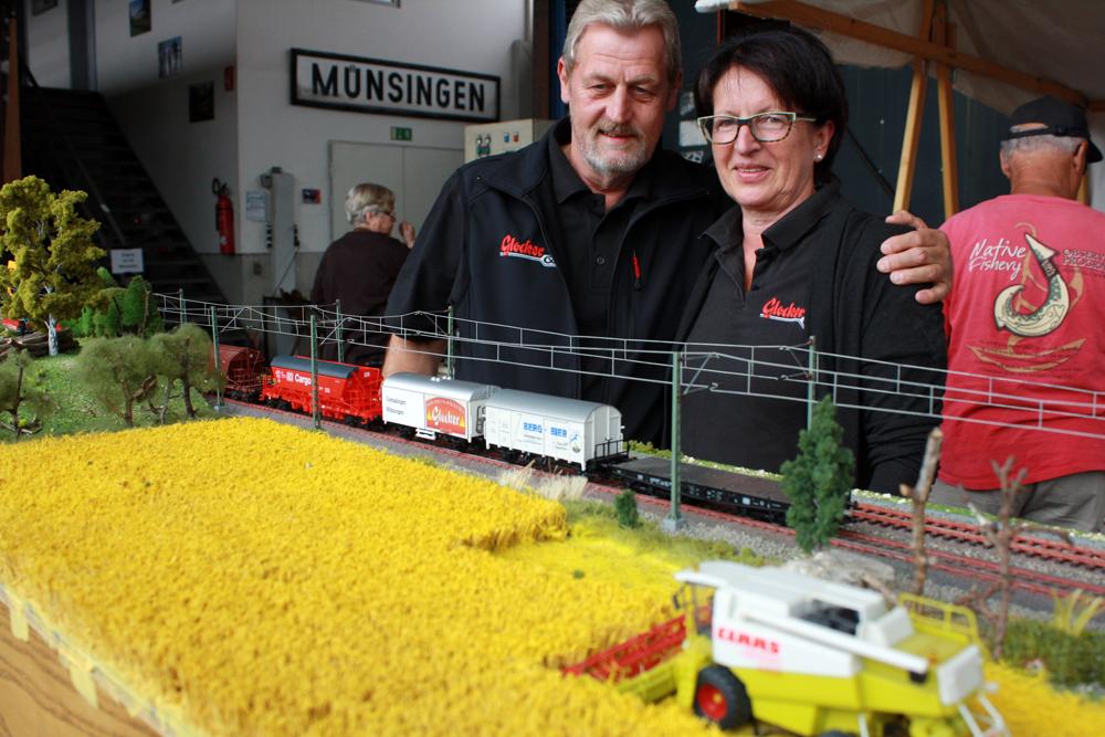Modelleisenbahn mit Werbung für die Albkorn-Bäckerei Glocker.