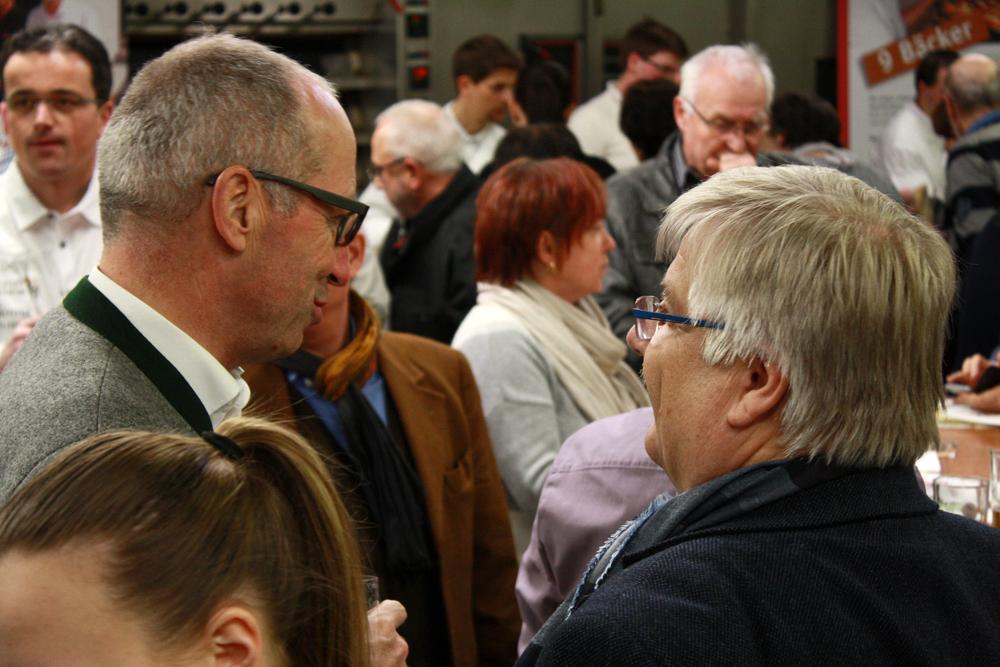 Berg-Chef Ulrich Zimmermann (links) im Gespräch mit Frank Sautter vom Innungsverband.