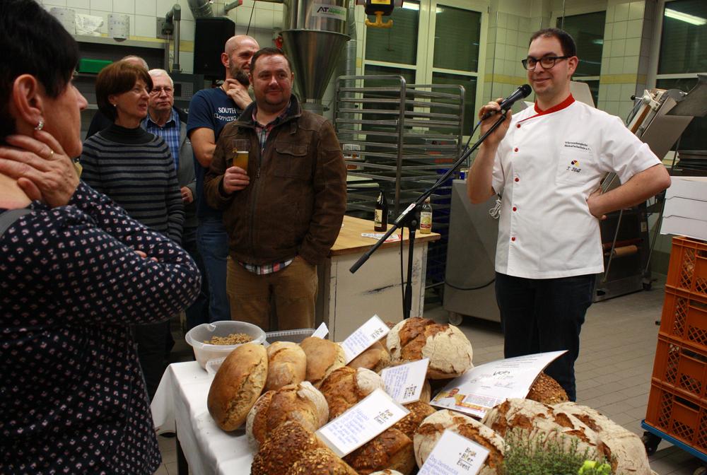Tobias Pfaff, Backlehrer und Brotprüfer, verriet, was einen guten Laib ausmacht.