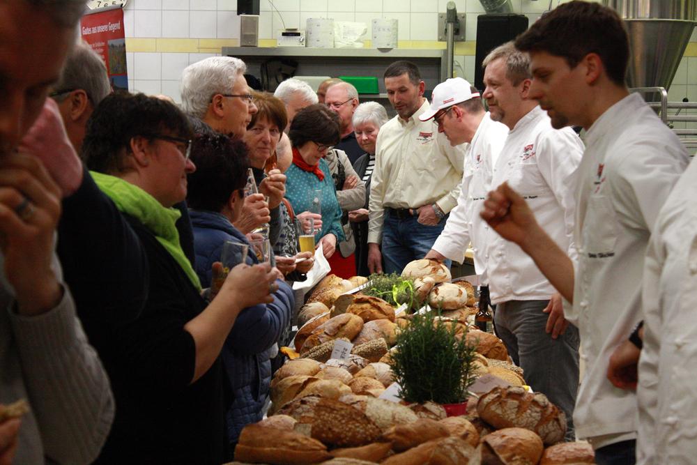 Jede Menge Albkorn-Brote und Infos direkt von den Bäckermeistern gab's beim Brot-und-Bier-Event in der Bäckerei Haug.