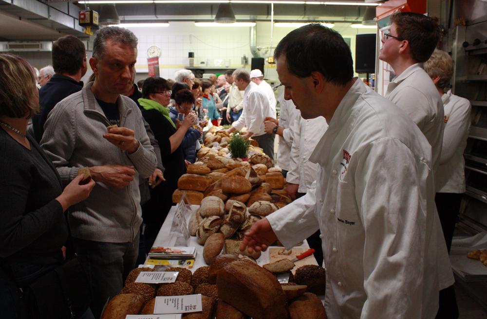 Bäckermeister aus sechs Albkorn-Bäckereien standen für Fragen bereit.