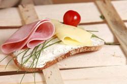 Brot mit Wurst und Käse
