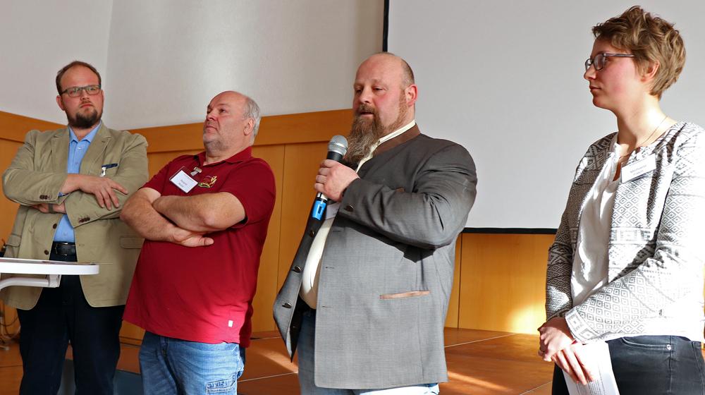 Vier Referenten, am Mikrofon Albkorn-Landwirt Frank Geiselhart